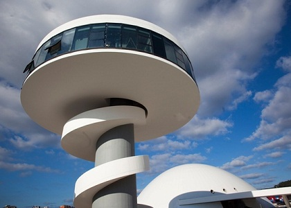 Centro Cultural Internacional Oscar Niemeyer. Na Espanha