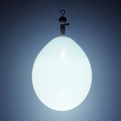 Chega ao Brasil a descontraída luminária Balloon
